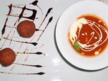 Tomaten-Orangen-Suppe mit gefüllten Kichererbsenbällchen - Rezept