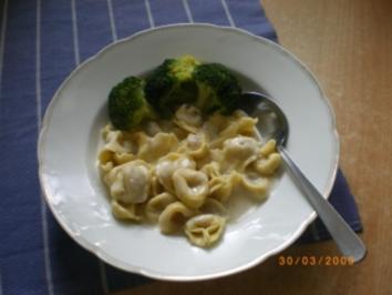 Tortellini mit Käsesahnesoße und Broccoli - Rezept
