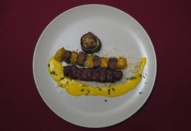 Grillspieße mit Basmati, Gemüseturm Minar Jomboon und Safransoße - Rezept