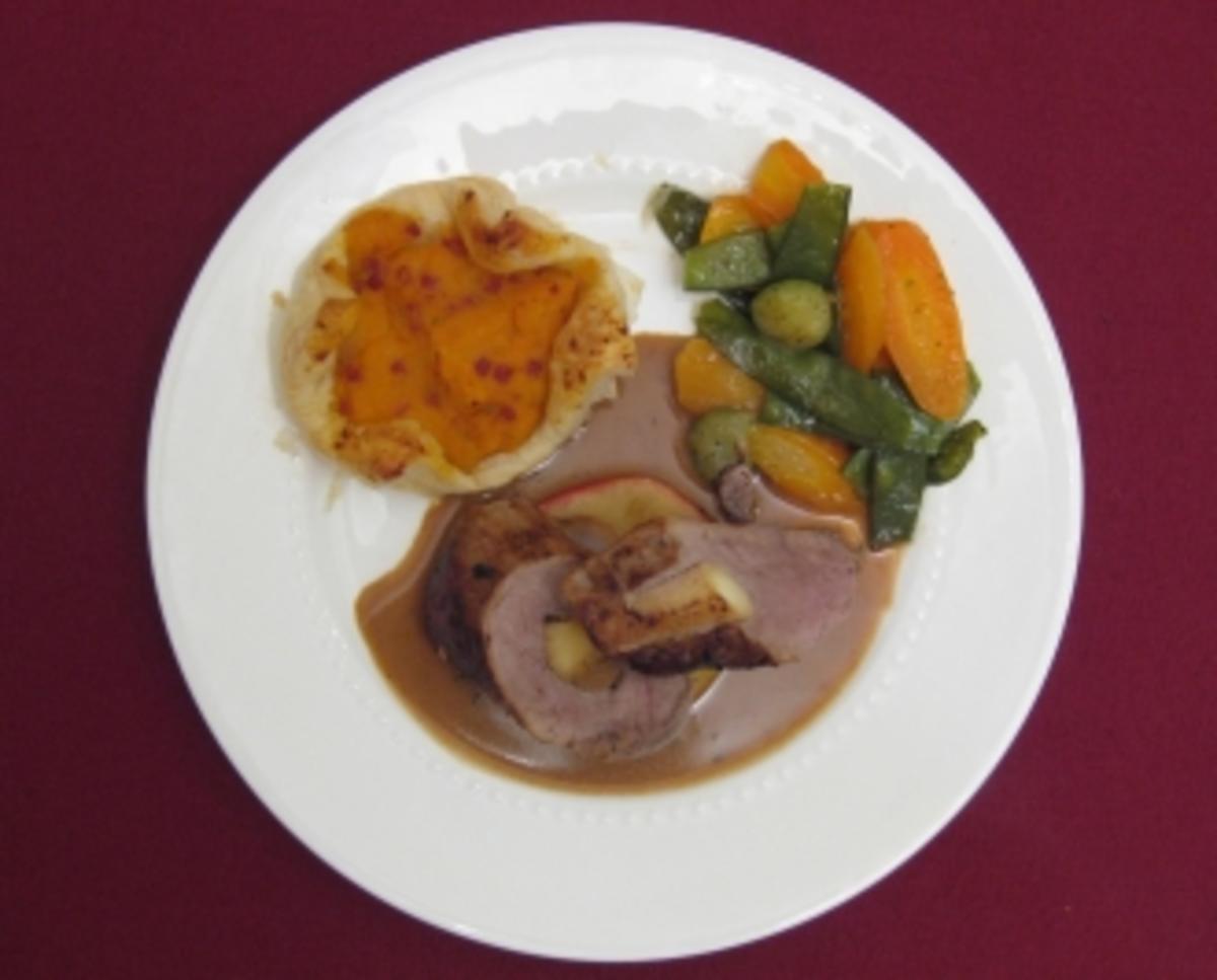 Bilder für Schweinefilet gefüllt mit Calvados-Apfel und Süßkartoffelpastete - Rezept