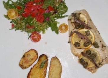 Heilbuttsteak sizialinisch dazu Kräuterkartoffeln an Salat - Rezept