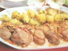 Schweinefilet in Rahmpaprikasoße mit Petersilienkartoffel - Rezept