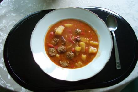 Feurige Puszta-Suppe - Rezept