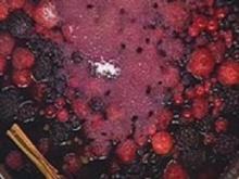 Rote Grütze mit Vanillesoße - Rezept