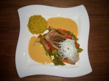 Garam Masala Lachs mit Kokos-Curry-Butter an Sojagemüse und Kurkuma-Linsen - Rezept