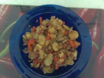 Bratkartoffeln mit Gemüse und Speckwürfelchen - Rezept