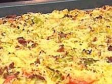 Spitzkohl-Speck-Pizza - Rezept