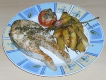 Gegrillter Lachs mit Rosmarinkartoffeln und gergillten Tomaten - Rezept