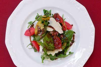 Potpourri – Wildkräutersalat mit Tomaten und schokolierten Kernen - Rezept