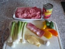 Pikante Cevapcici mit Zwiebelsoße und Tomatenreis - Rezept