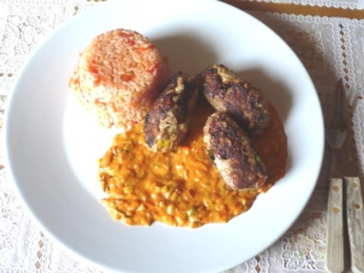 Pikante Cevapcici mit Zwiebelsoße und Tomatenreis - Rezept Durch luigi1