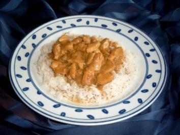 Scharfes Curry-Zwiebel-Hühnchen mit Reis - Rezept