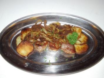 Schweinemedallions mit Bratkartoffeln und Röstzwiebeln - Rezept