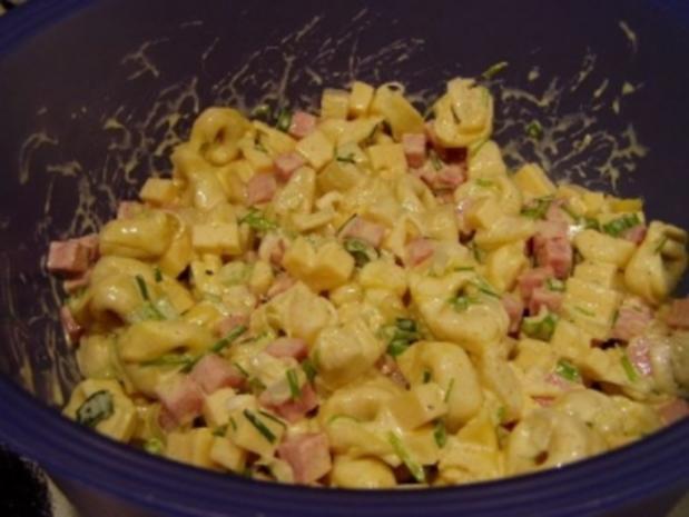 Tortellini Salat mit Schinken und Ananas - Rezept