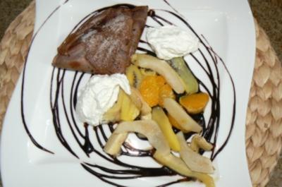 beschwipste Schokoladencrepes mit karamellisierten Früchten - Rezept