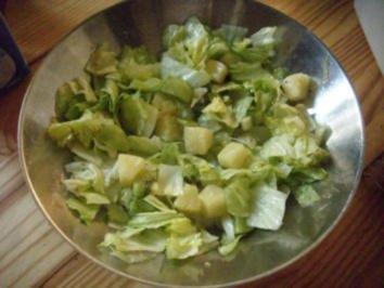 Ananas-Kiwi-Eisbergsalat mit Ingwersose - Rezept