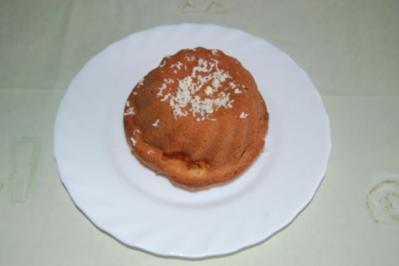 Mini Gugelhupf  mit Aprikosen und Marzipan - Rezept