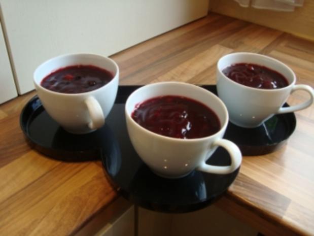 Dessert - Dänische rote Grütze mit Sahne  ( Rodgrod med flode ) - Rezept - Bild Nr. 4