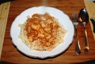 Pasta mit Fisch-Tomatensoße - Rezept