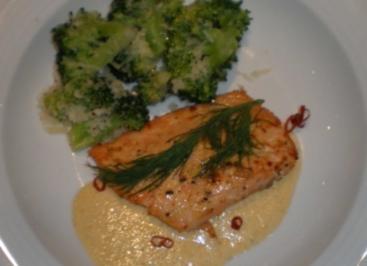 Gegrilltes Lachsfilet in Limettensoße an Parmesan-Brokkoli - Rezept