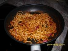 Spaghetti mit Pesto Rosso und grünen Oliven - Rezept