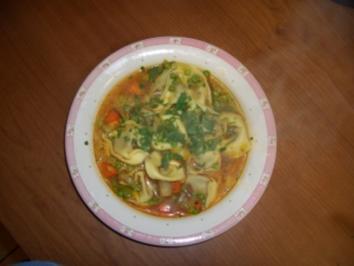 Frühlingssuppe mit Tortelloni - Rezept