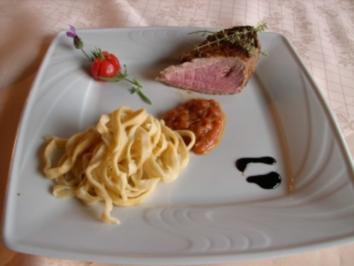 Rezept: Balsamico-Schweinefilet mit Tomatensugo und Bandnudeln