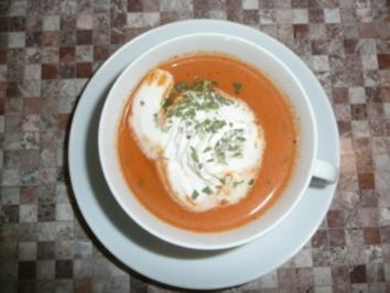 Tomatensüppchen unter Sahnehaube - Rezept