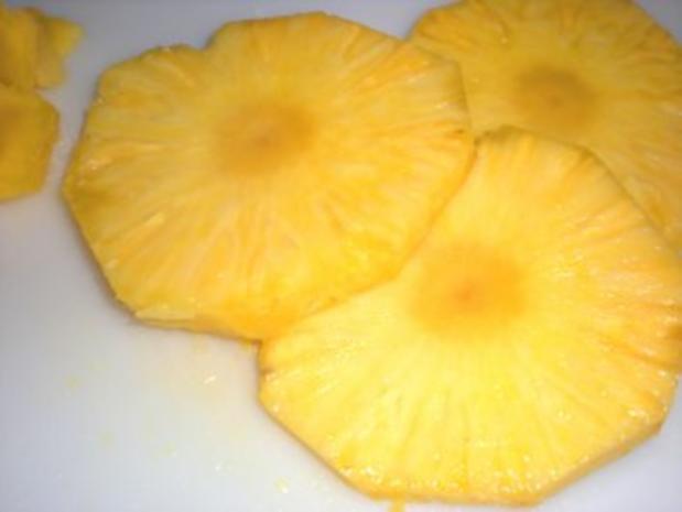 DESSERT:  Ananas mit Coco-Haube - Rezept