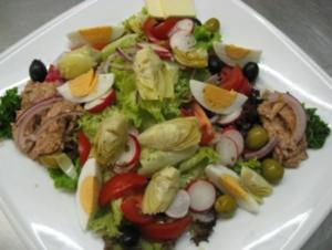 Mediteraner Salat in Sherrydressing mit ofenfrischem Olivenciabatta - Rezept