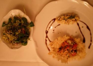 Eiersalatnocken mit Lachs im Parmesanschiffchen, dazu Tiger Prawns - Rezept