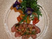 Carpaccio von der Entenbrust auf Rucolasalat dazu eine Käsestange - Rezept