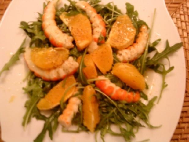 Rucolasalat mit Garnelen und Orangenscheibchen - Rezept