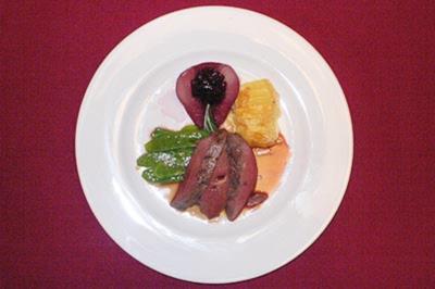 Rehrücken Baden-Badener Art mit Rotweinbirne und gratinierten Kartoffeln - Rezept