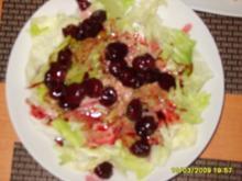 Salat mit Peffer-Kirschsoße - Rezept