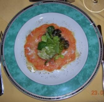Lachscarpaccio mit Limettendressing mariniert,gehobeltem Parmesan,Blattsalate - Rezept