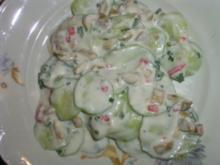Gurkensalat mit Oliven-Jogurt Dressing - Rezept
