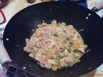 Rezept: Putenfleisch mit Paprika und Kokosmilch