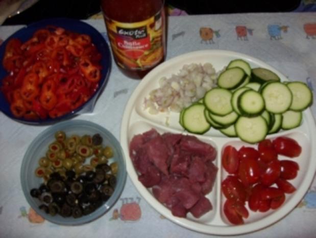 Filetstücke auf buntem Gemüse und süßer Chilisoße - Rezept - Bild Nr. 2