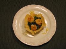 Blattspinat im Parmesankörbchen mit Garnelen - Rezept