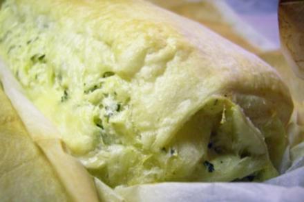 Pikantes Gebäck: Salziger Topfen-Käse-Strudel - Rezept