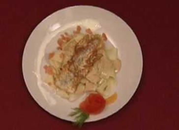 Wolfsbarsch mit Weißweinsoße und Papadelle (Sarah Knappik) - Rezept