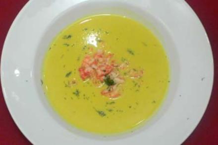 Salzgurken-Cremesuppe mit Flusskrebsen - Rezept