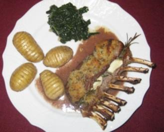 Lammrücken unter der Haube an Kartoffeln mit Spliss und toupiertem Blattspinat - Rezept
