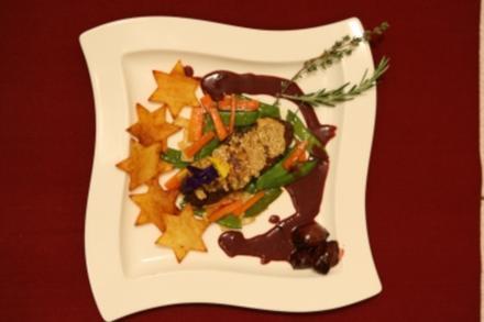 Strauß mit Cashewkruste an Rotweinsoße mit Kartoffel-Sternen (Michael Meziani) - Rezept