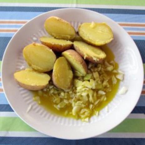 Pellkartoffeln mit Rüböl und Zwiebeln - Rezept