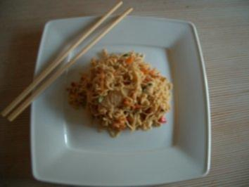 Rezept: Asia-Nudeln mit Hähnchen u. Ei