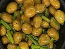 Geräucherte Kartoffeln mit gebratenem grünen Spargel - Rezept