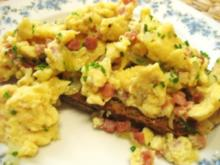 Eier mit Speck und Zwiebeln auf´s  Brot... - Rezept