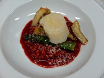 Jakobsmuschel in Hanföl auf Rotein Risotto mit grünem Spargel und Artiscockenherzn - Rezept